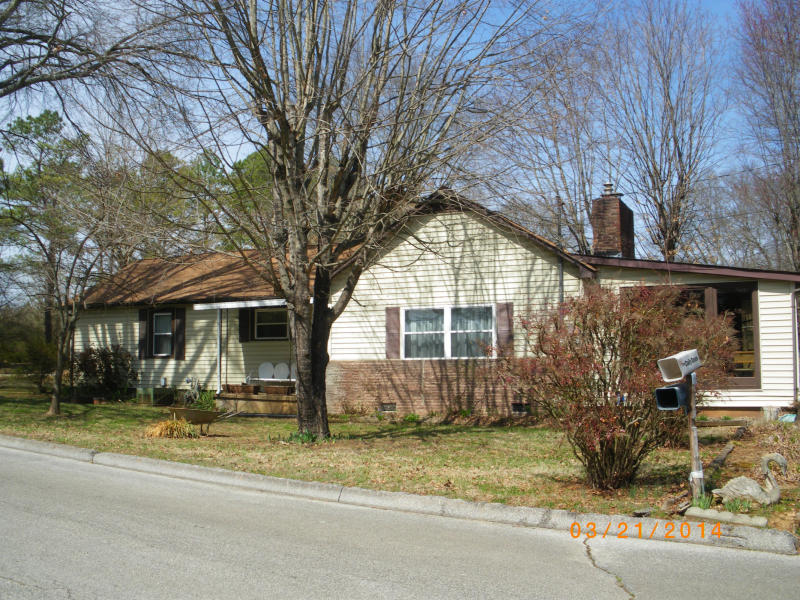 SOLD – Absolute Real Estate Auction – Single Family Home on Corner Lot in Alcoa