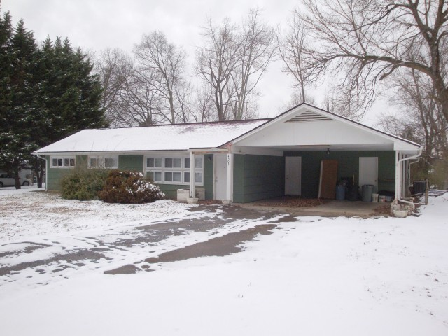 SOLD – Absolute Auction – 3 BR, 2 BA Home Just Off Clinton Hwy.