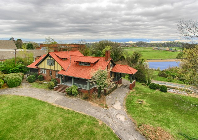 SOLD – SOLD! AUCTION CANCELED – Estate Auction – 4.8 Acres with 5,925 sq. ft. Riverfront Home in Sequoyah Hills Area – NO BUYER'S PREMIUM