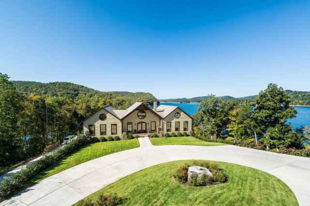 SOLD – Absolute Auction – Luxurious 4,700 sq. ft. Norris Lakefront Home