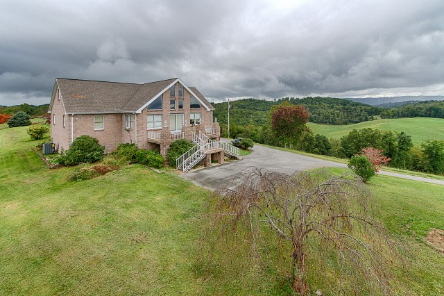 SOLD – Sale 4 of 6: Approx. 4,000 sq. ft. Home on 17 Acres, Subdivided Into 4 Tracts