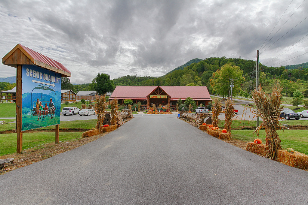 SOLD – Absolute Real Estate Auction – 65 Acres Smoky Mountain Resort/Development Land with A FULLY OPERATIONAL CHAIR LIFT