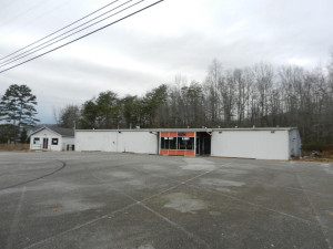 Tri City Lanes and Diner Exterior