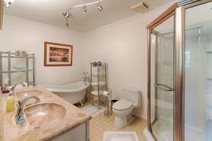 Tipton_Bathroom