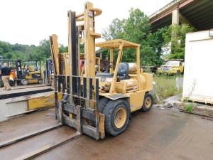 10,000 lb Forklift